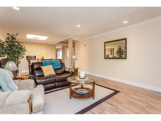 """Photo 6: 9769 148A Street in Surrey: Guildford Townhouse for sale in """"Chelsea Gate"""" (North Surrey)  : MLS®# R2394189"""