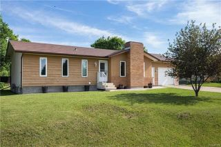 Photo 1: 205 ASPEN Drive in Oakbank: RM of Springfield Residential for sale (R04)  : MLS®# 1816592