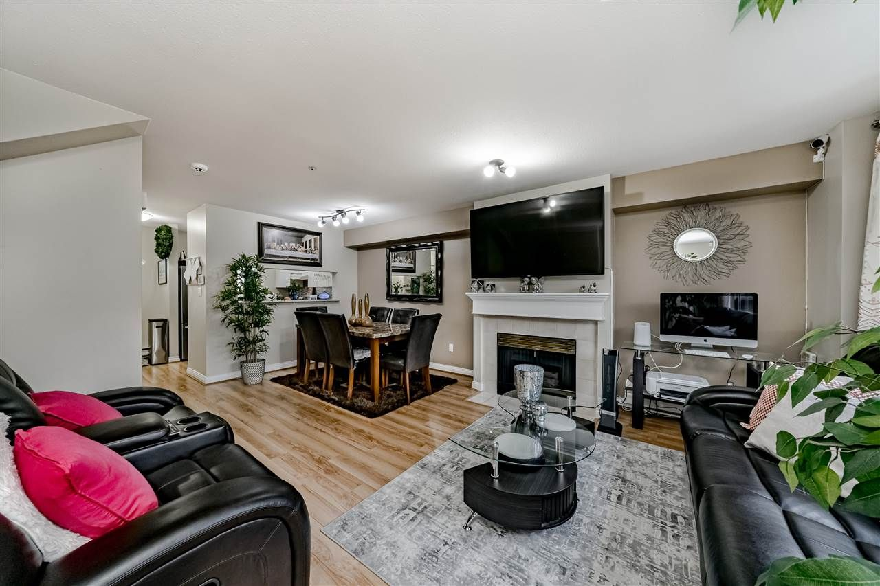 """Main Photo: 205 2211 NO. 4 Road in Richmond: Bridgeport RI Townhouse for sale in """"OAKVIEW"""" : MLS®# R2430895"""