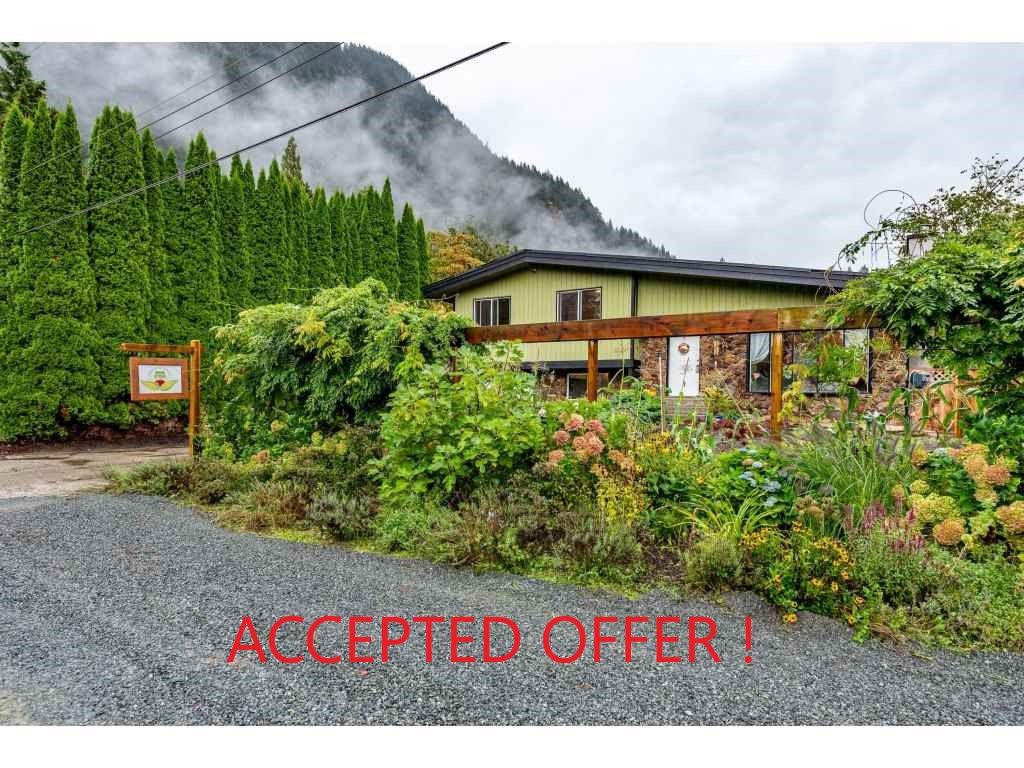 Main Photo: ~ 520 Nesmith Avenue in Harrison Hot Springs: House for sale : MLS®# R2501990
