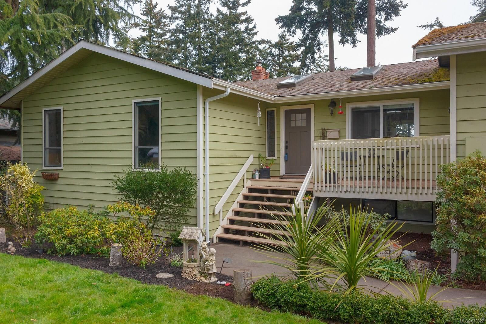 Main Photo: 6321 Clear View Rd in : CS Martindale House for sale (Central Saanich)  : MLS®# 870627