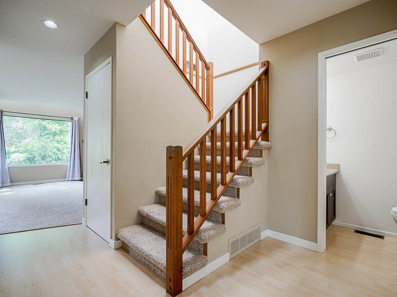 """Photo 5: Photos: 4713 GLENWOOD Avenue in North Vancouver: Canyon Heights NV Townhouse for sale in """"Montroyal Village"""" : MLS®# R2464484"""