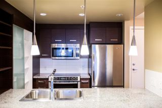 """Photo 4: 604 2959 GLEN Drive in Coquitlam: North Coquitlam Condo for sale in """"THE PARC"""" : MLS®# R2144398"""