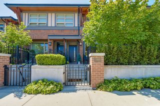 """Photo 1: 764 E 29TH Avenue in Vancouver: Fraser VE Townhouse for sale in """"CENTURY- THE SIGNATURE COLLECTION"""" (Vancouver East)  : MLS®# R2243463"""