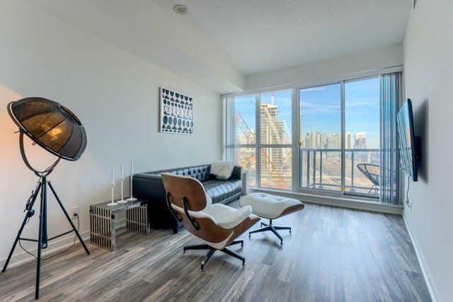 Main Photo: 1507 51 East Liberty Street in Toronto: Niagara Condo for lease (Toronto C01)  : MLS®# C4828415