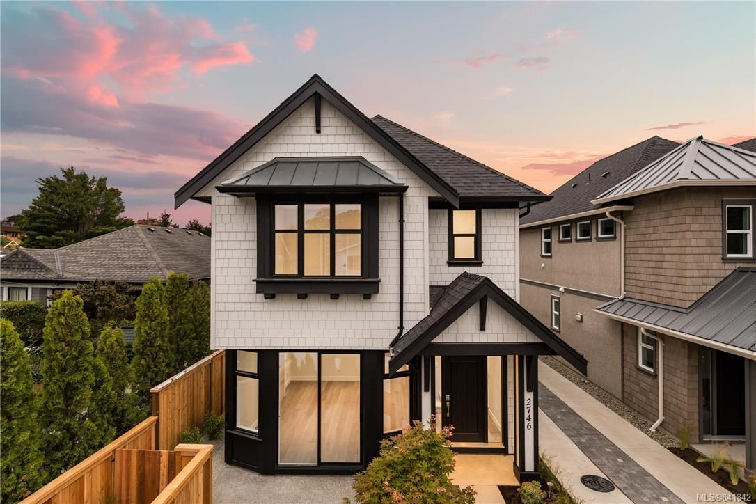 Main Photo: 2746 Gosworth Rd in Victoria: Vi Oaklands House for sale : MLS®# 841842