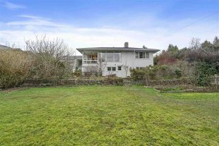 Photo 4: 151 CARISBROOKE Crescent in North Vancouver: Upper Lonsdale House for sale : MLS®# R2558225