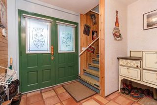 Photo 2: 2957 HUMPBACK Rd in Langford: La Goldstream House for sale : MLS®# 726381