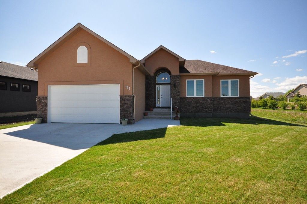 Main Photo: 191 Holly Drive in Oakbank: Single Family Detached for sale (RM Springfield)  : MLS®# 1211160