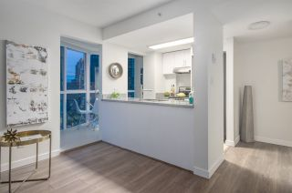 """Photo 5: 807 1188 HOWE Street in Vancouver: Downtown VW Condo for sale in """"1188 HOWE"""" (Vancouver West)  : MLS®# R2162667"""