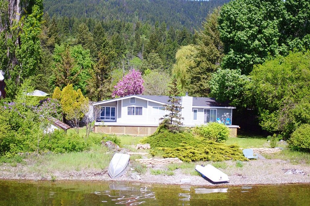 Photo 3: Photos: 1475 Little Shuswap Lake Road in Chase: Little Shuswap Lake House for sale : MLS®# 10205518