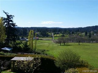 Photo 3: 4090 Holland Ave in VICTORIA: SW Strawberry Vale House for sale (Saanich West)  : MLS®# 699469