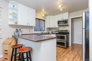 Photo 10: 588 Leaside Ave in VICTORIA: SW Glanford House for sale (Saanich West)  : MLS®# 817494