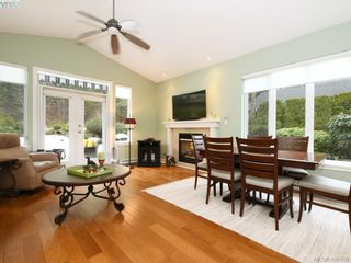 Photo 5: 762 Hill Rise Lane in VICTORIA: SE Cordova Bay Row/Townhouse for sale (Saanich East)  : MLS®# 808277