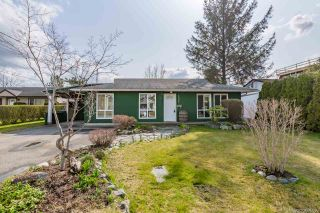 Photo 1: 17942 SHANNON Place in Surrey: Cloverdale BC House for sale (Cloverdale)  : MLS®# R2350989