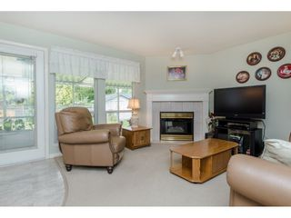 Photo 8: 21093 43 Avenue in Langley: Brookswood Langley House for sale : MLS®# R2088477