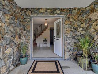 Photo 5: 2058 Saltair Pl in : SE Gordon Head House for sale (Saanich East)  : MLS®# 867531