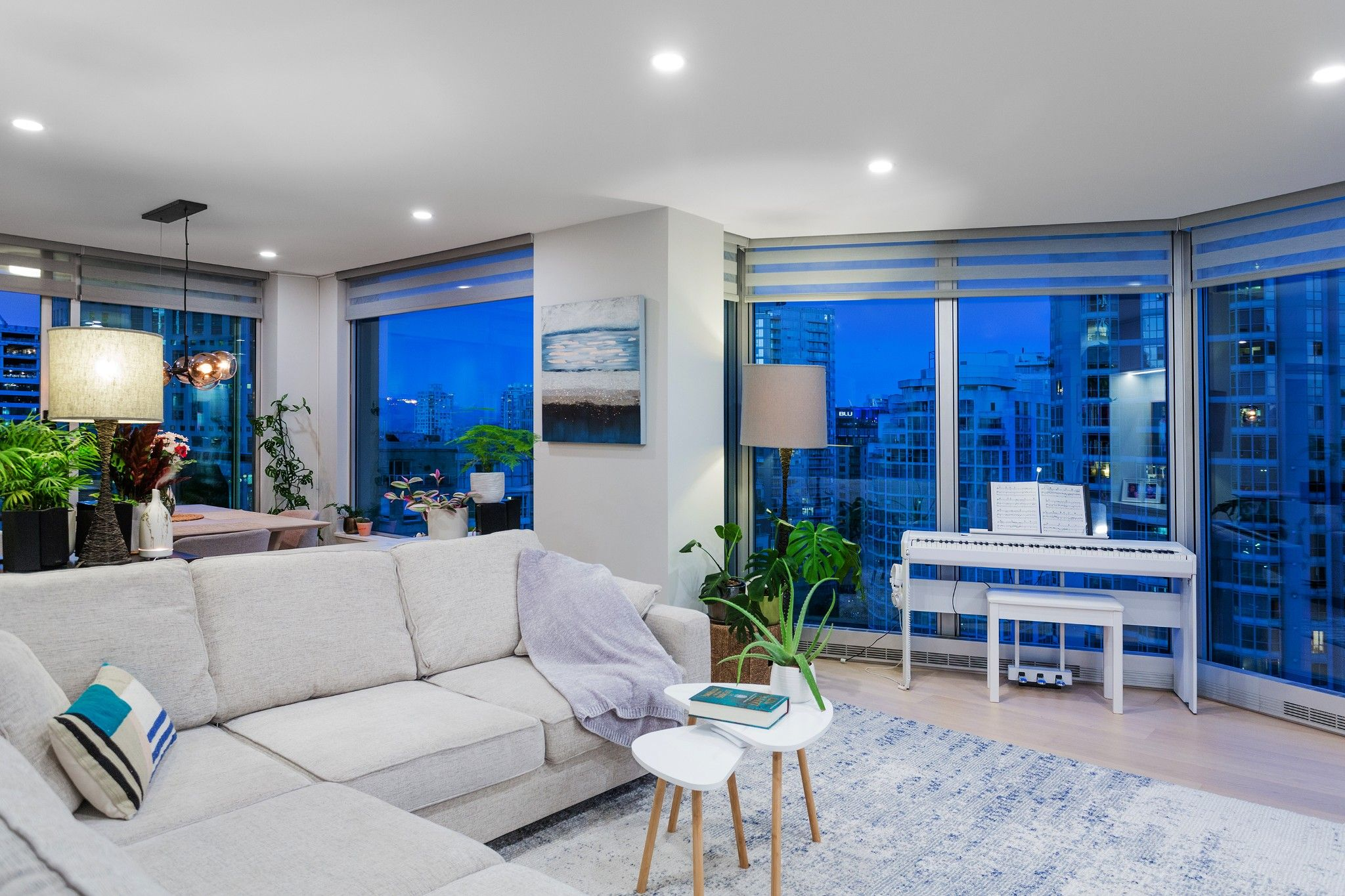 Main Photo: Exclusive! 1701-889 Homer Street in Vancouver: Downtown VW Condo for sale (Vancouver West)