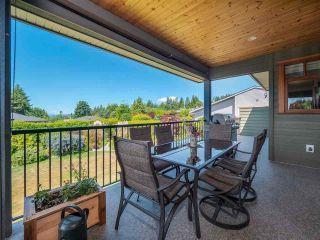 Photo 4: 4980 LAUREL Avenue in Sechelt: Sechelt District House for sale (Sunshine Coast)  : MLS®# R2589236