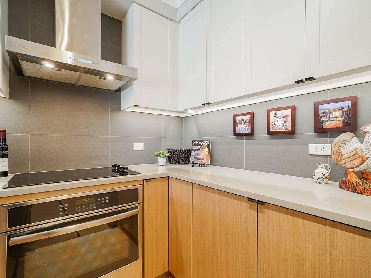 "Photo 11: Photos: 302 3205 MOUNTAIN Highway in North Vancouver: Lynn Valley Condo for sale in ""Mill House"" : MLS®# R2464769"
