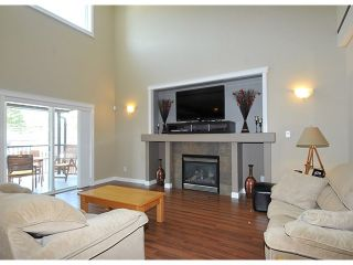 """Photo 2: 10369 ROBERTSON Street in Maple Ridge: Albion House for sale in """"THORNHILL HEIGHTS"""" : MLS®# V1135215"""