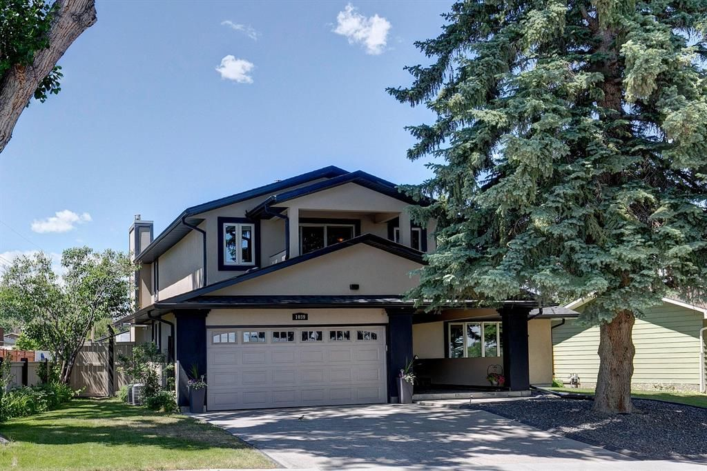 Main Photo: 1039 Parkwood Way SE in Calgary: Parkland Detached for sale : MLS®# A1124712