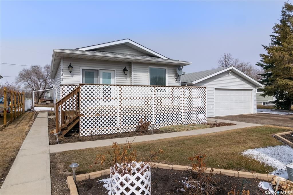 Main Photo: 353 Lillis Avenue in Mclean: Residential for sale : MLS®# SK847048