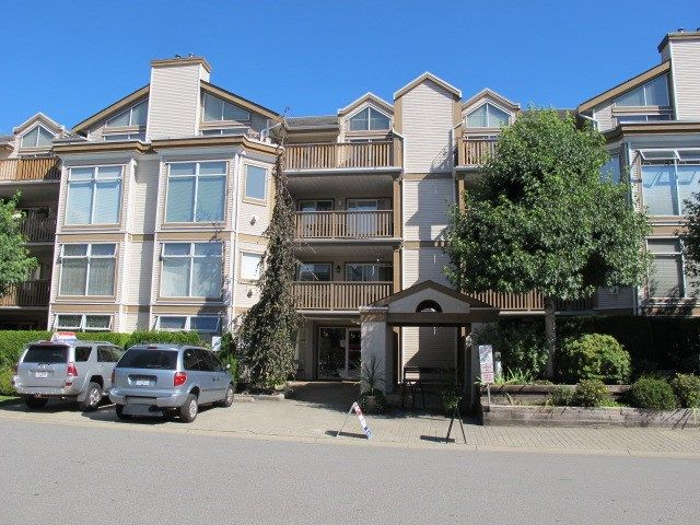 """Main Photo: 405 19131 FORD Road in Pitt Meadows: Central Meadows Condo for sale in """"WOODFORD MANOR"""" : MLS®# R2123164"""
