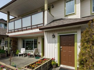 Photo 1: 321 930 BRAIDWOOD ROAD in COURTENAY: CV Courtenay East Row/Townhouse for sale (Comox Valley)  : MLS®# 812352