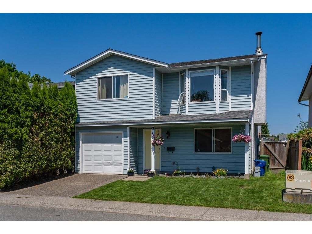 Main Photo: 8567 MCCUTCHEON Avenue in Chilliwack: Chilliwack W Young-Well House for sale : MLS®# R2373255