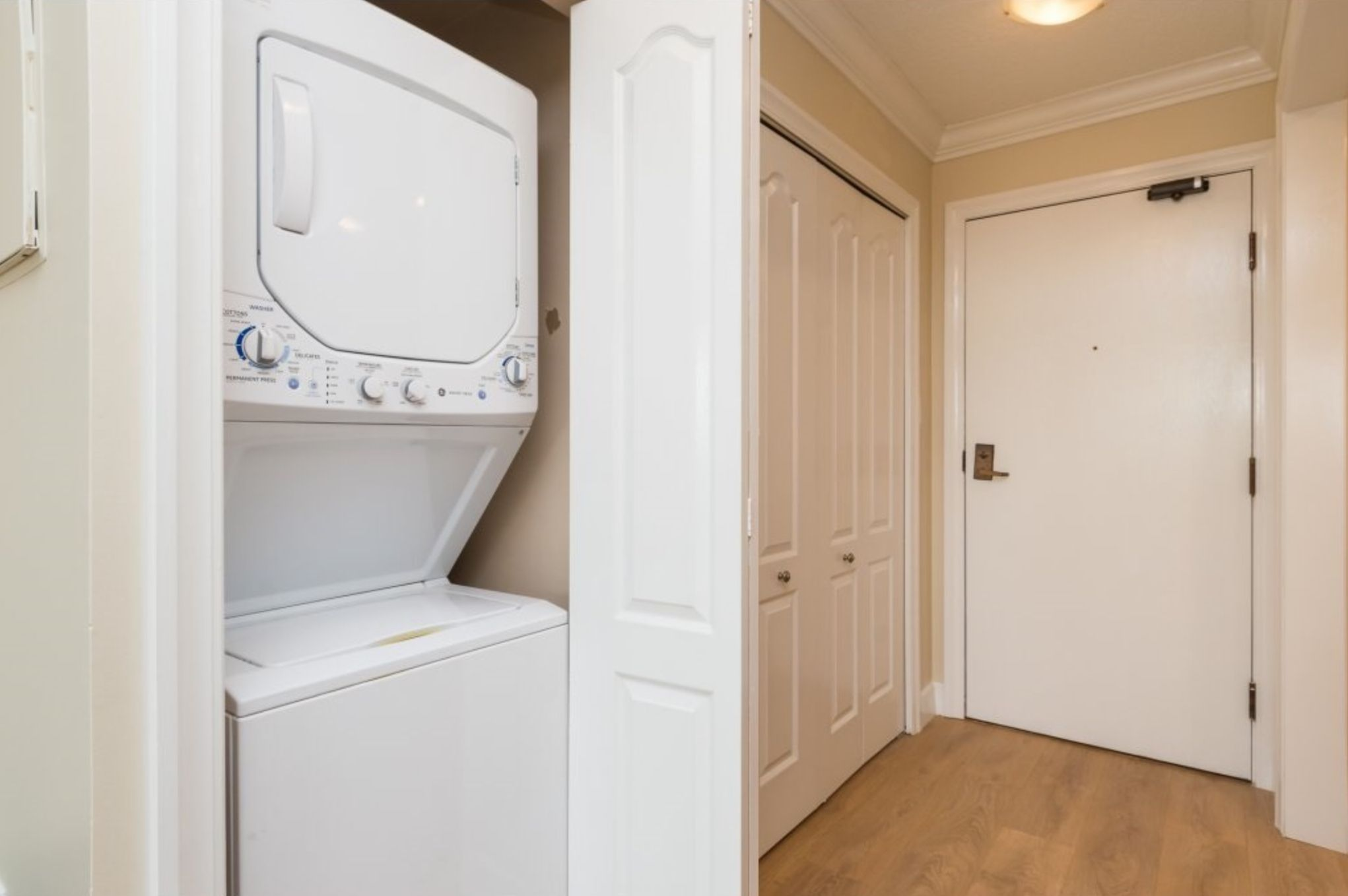 Photo 14: Photos: 410, 15111 Russell Avenue: White Rock Condo for sale (South Surrey White Rock)  : MLS®# R2152299