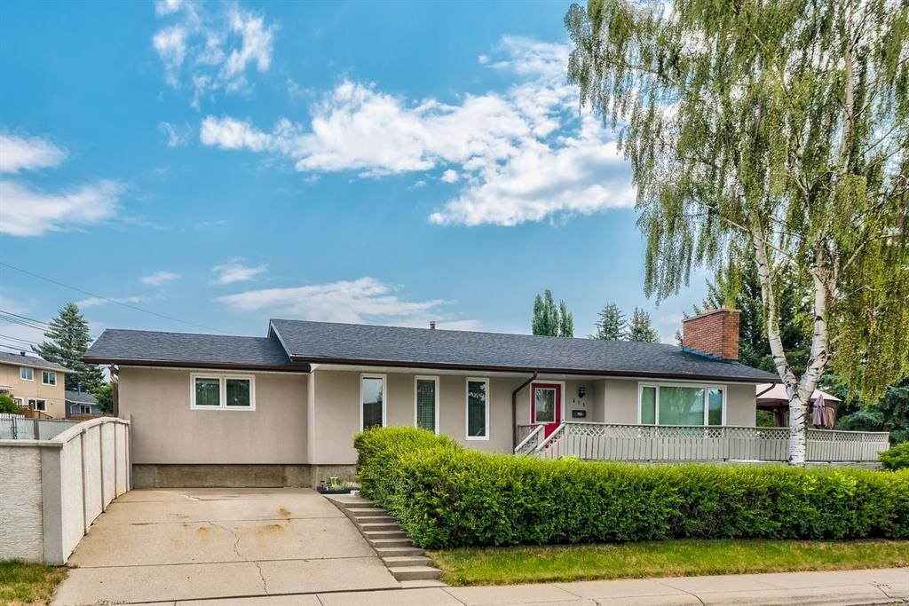 Main Photo: 435 Glamorgan Crescent SW in Calgary: Glamorgan Detached for sale : MLS®# A1145506