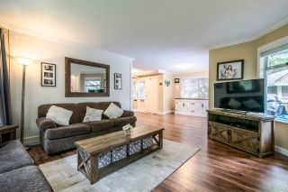 Photo 2: 11 9000 ASH GROVE CRESCENT in Burnaby: Forest Hills BN Townhouse for sale (Burnaby North)  : MLS®# R2401504