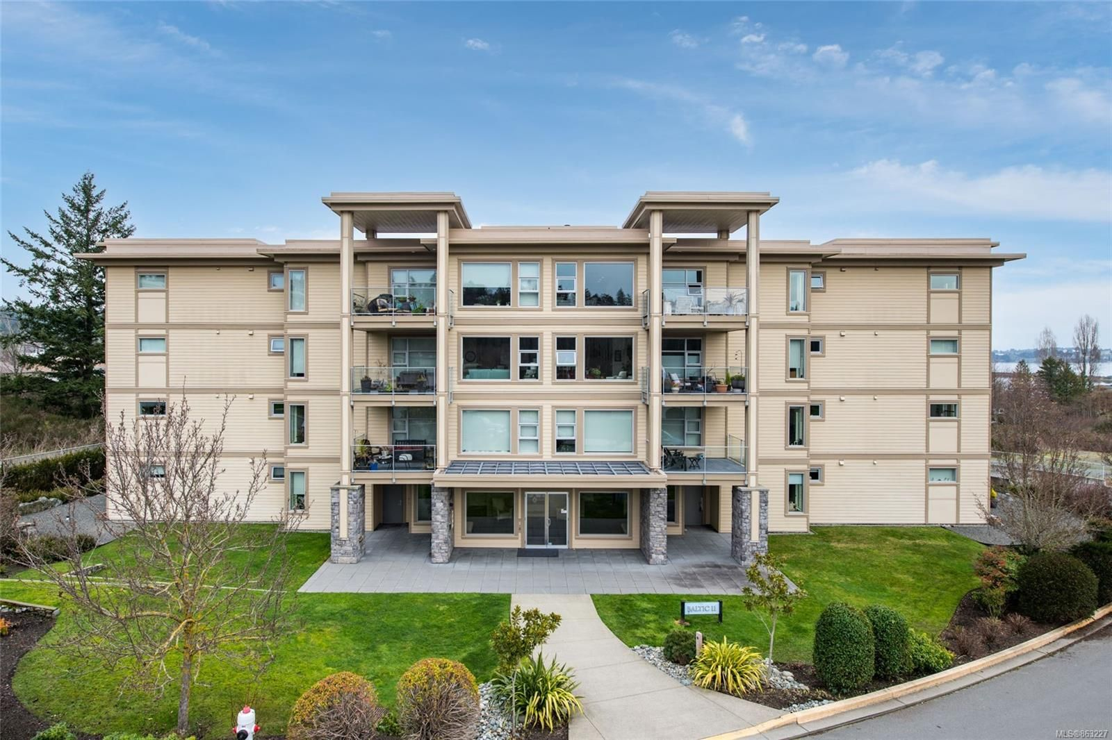 Main Photo: 307 3223 Selleck Way in : Co Lagoon Condo for sale (Colwood)  : MLS®# 863227