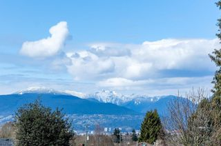 Photo 17: 5260 INVERNESS Street in Vancouver: Knight House for sale (Vancouver East)  : MLS®# R2452230