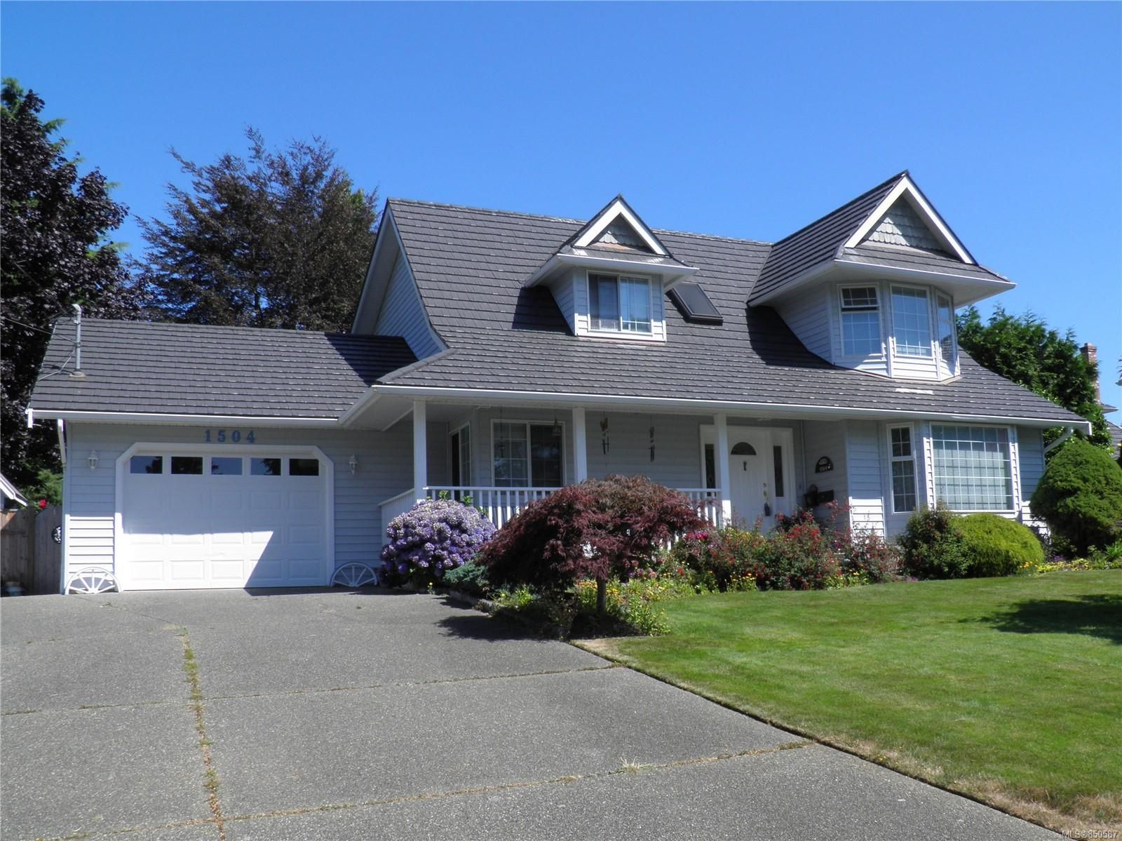 Main Photo: 1504 Comox Ave in : CV Comox (Town of) House for sale (Comox Valley)  : MLS®# 850587