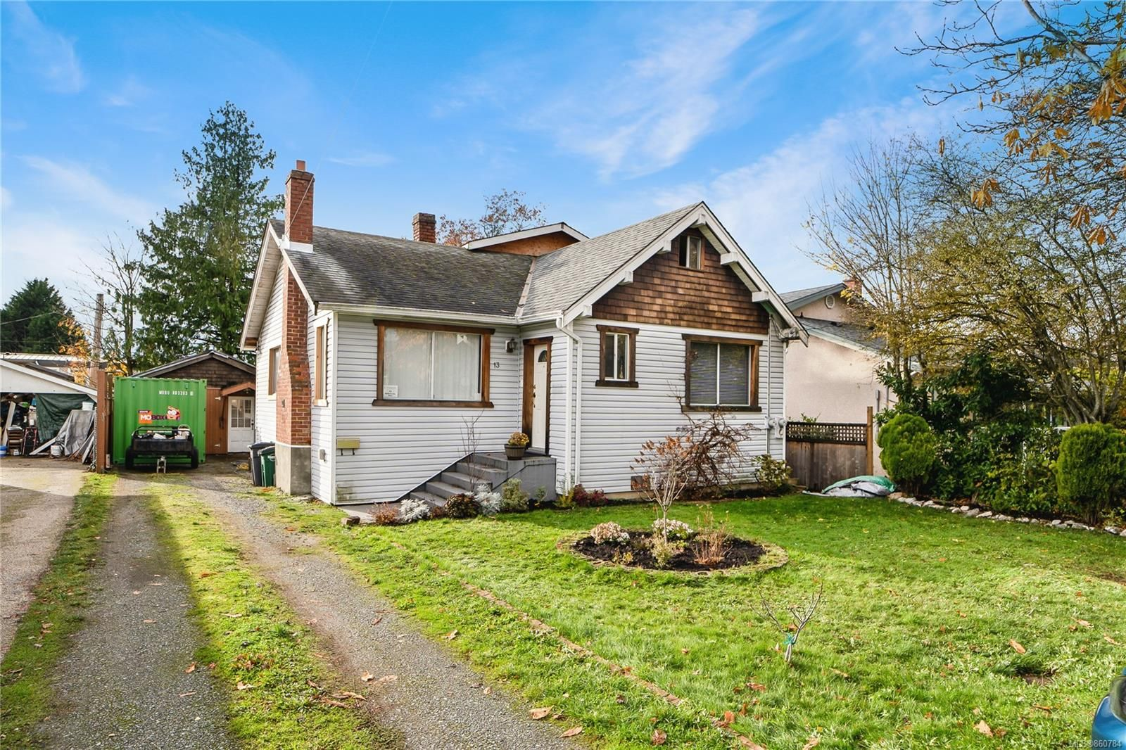 Main Photo: 13 W Maddock Ave in Saanich: SW Gorge House for sale (Saanich West)  : MLS®# 860784