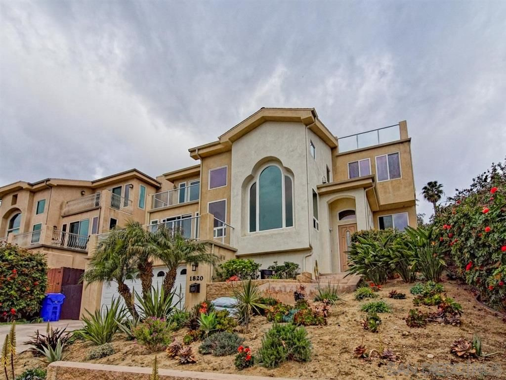 Main Photo: PACIFIC BEACH House for rent : 4 bedrooms : 1820 Malden Street