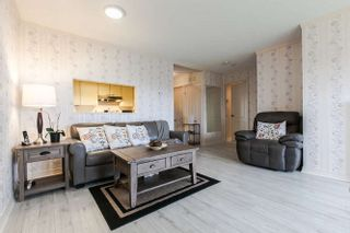 """Photo 3: 702 15111 RUSSELL Avenue: White Rock Condo for sale in """"PACIFIC TERRAC"""" (South Surrey White Rock)  : MLS®# R2057182"""