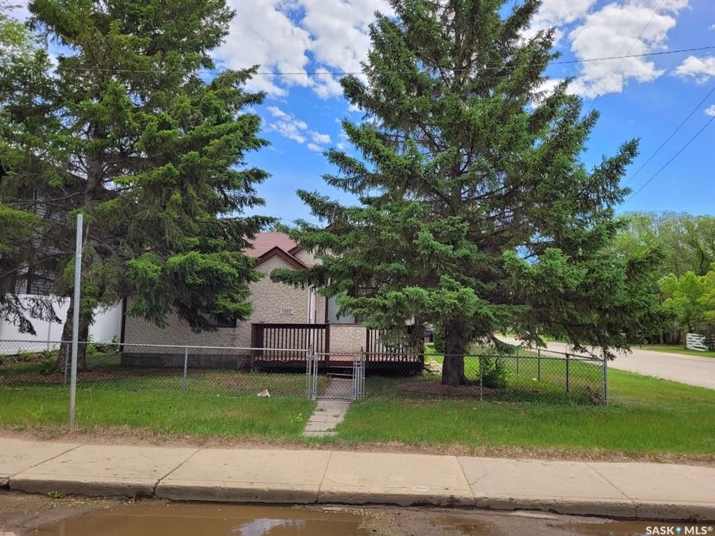 Main Photo: 1502 1st Avenue North in Saskatoon: Kelsey/Woodlawn Residential for sale : MLS®# SK870816
