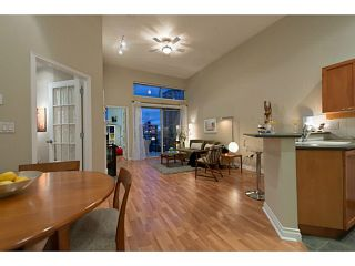 """Photo 2: 404 131 W 3RD Street in North Vancouver: Lower Lonsdale Condo for sale in """"Seascape Landing"""" : MLS®# V1044034"""