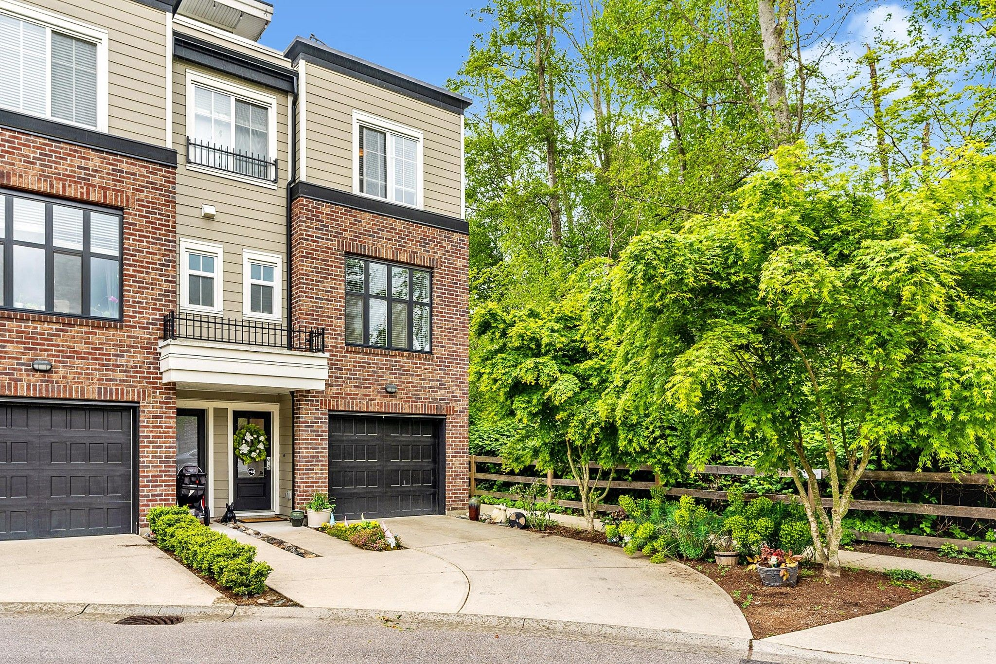 """Main Photo: 53 15588 32 Avenue in Surrey: Grandview Surrey Townhouse for sale in """"THE WOODS"""" (South Surrey White Rock)  : MLS®# R2577996"""