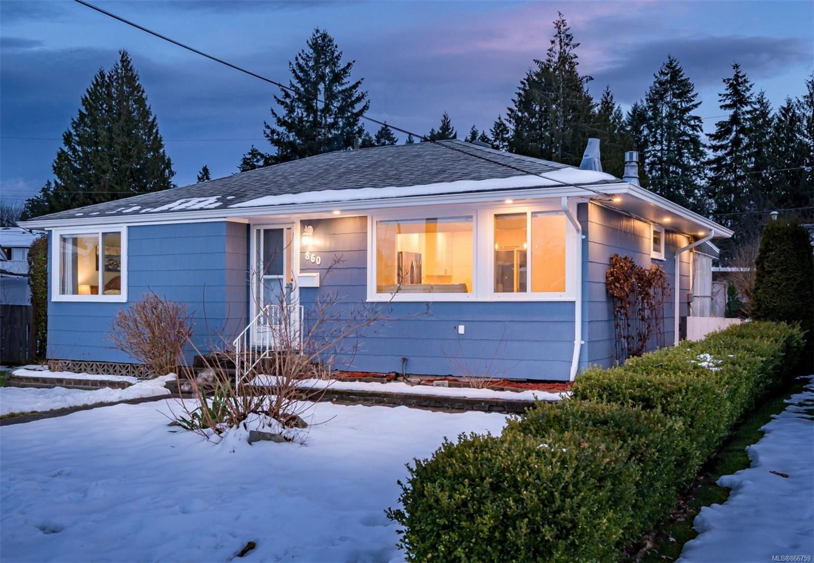 Main Photo: 860 18th St in : CV Courtenay City House for sale (Comox Valley)  : MLS®# 866759