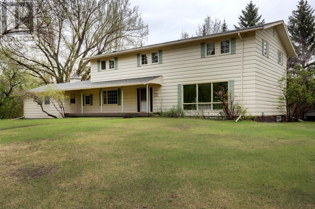 Main Photo: 150 9 Street NW in Drumheller: House for sale : MLS®# A1105055