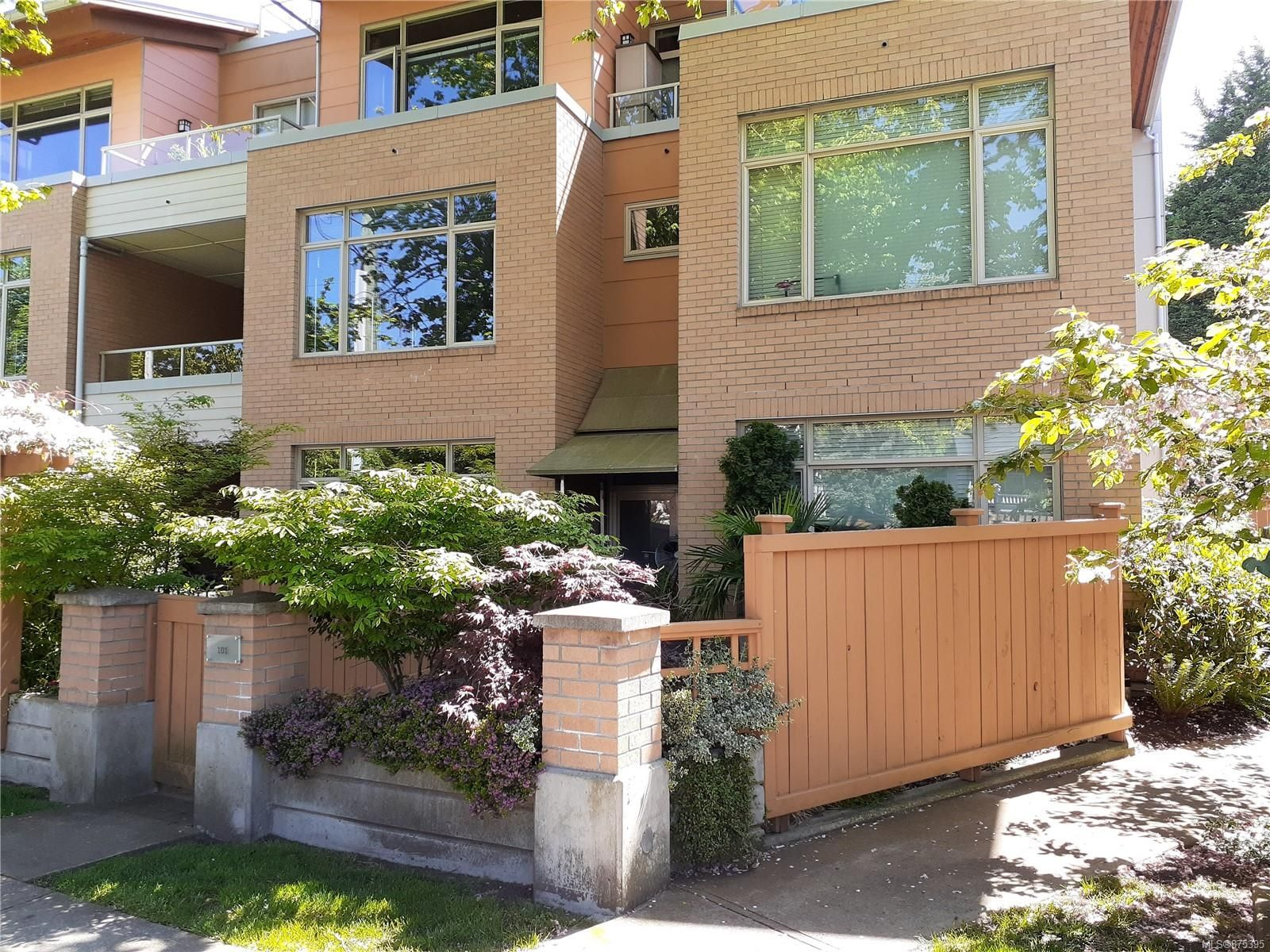 Main Photo: 101 1035 Sutlej St in : Vi Fairfield West Row/Townhouse for sale (Victoria)  : MLS®# 875395