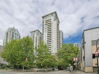 """Photo 1: 2205 977 MAINLAND Street in Vancouver: Yaletown Condo for sale in """"Yaletown Park 3"""" (Vancouver West)  : MLS®# R2480309"""