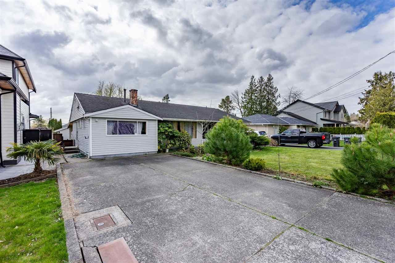 Main Photo: 17440 59 Avenue in Surrey: Cloverdale BC House for sale (Cloverdale)  : MLS®# R2559575