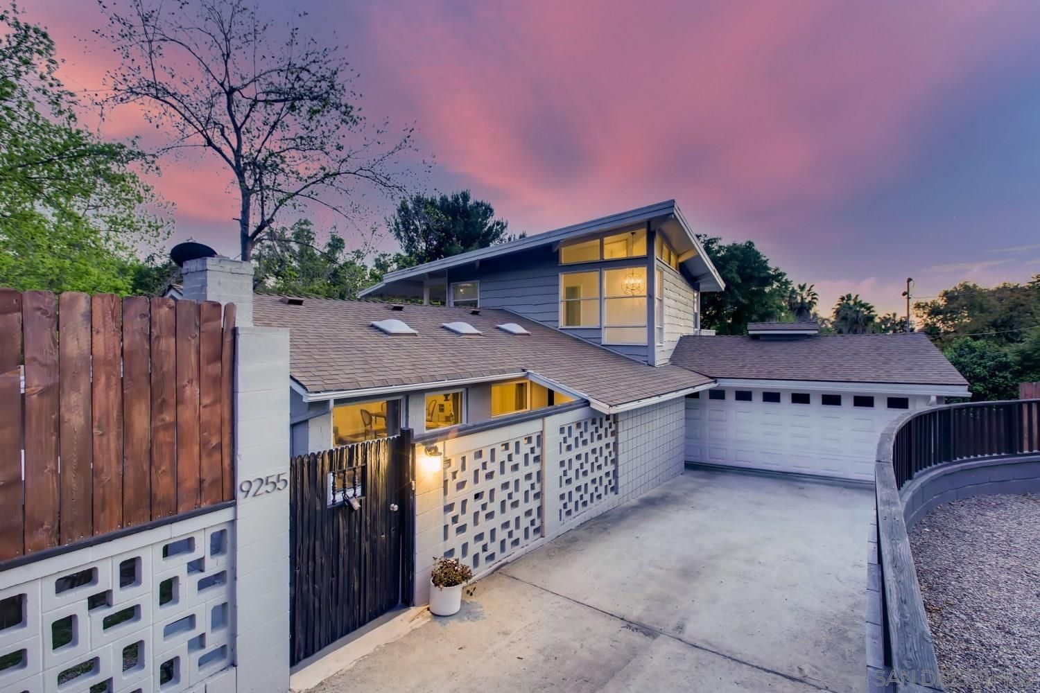 Main Photo: MOUNT HELIX House for sale : 5 bedrooms : 9255 Mollywoods Avenue in La Mesa