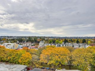 """Photo 12: 1203 2370 W 2ND Avenue in Vancouver: Kitsilano Condo for sale in """"Century House"""" (Vancouver West)  : MLS®# R2625457"""