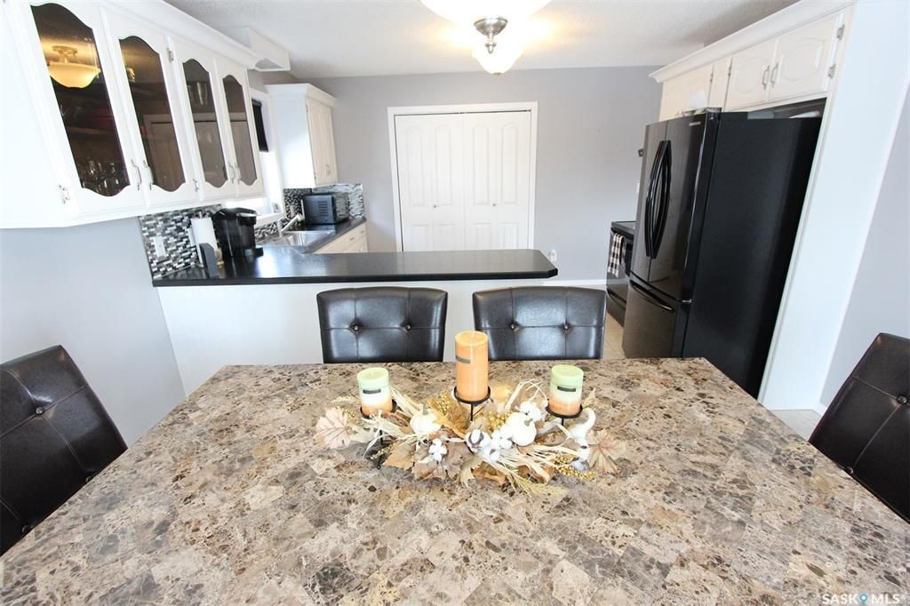 Photo 10: Photos: 233 Lorne Street West in Swift Current: North West Residential for sale : MLS®# SK825782